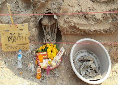 ชาวสุรินทร์! พบโครงกระดูกนั่งคุดคู้ในไหใต้ดิน เชื่ออายุกว่า 100 ปี !